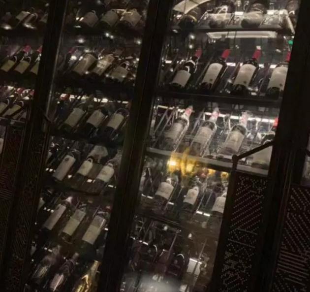 追女生聊天实战恋爱案例:闺蜜满分日记(上):眼看又搬来一箱酒,谁才是最终的猎物?