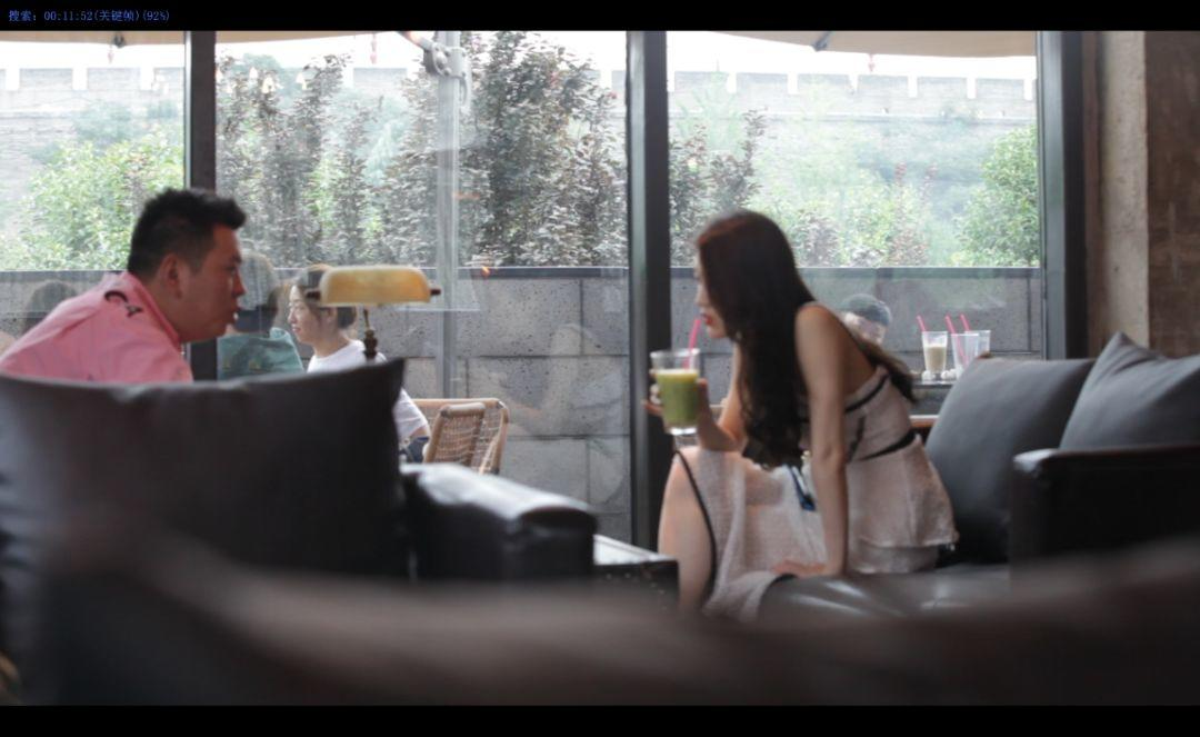 追女生约会实战聊天案例-深夜,混进女友的别墅中,才发现我们才认识不到一天。